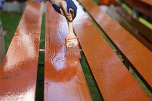 Покраска деревянного забора