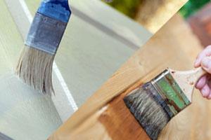 Лак для дерева или краска по дереву